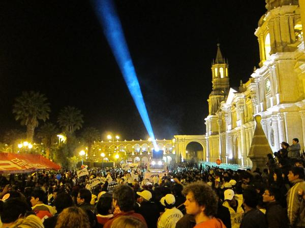 The parade ended at 9:00 at night in the Plaza de Armas