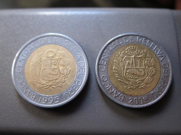 Counterfeit Coins in Peru: 20100916_075632_6794