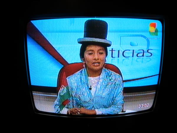You know you´re in Bolivia when even the news anchors wear bowler hats